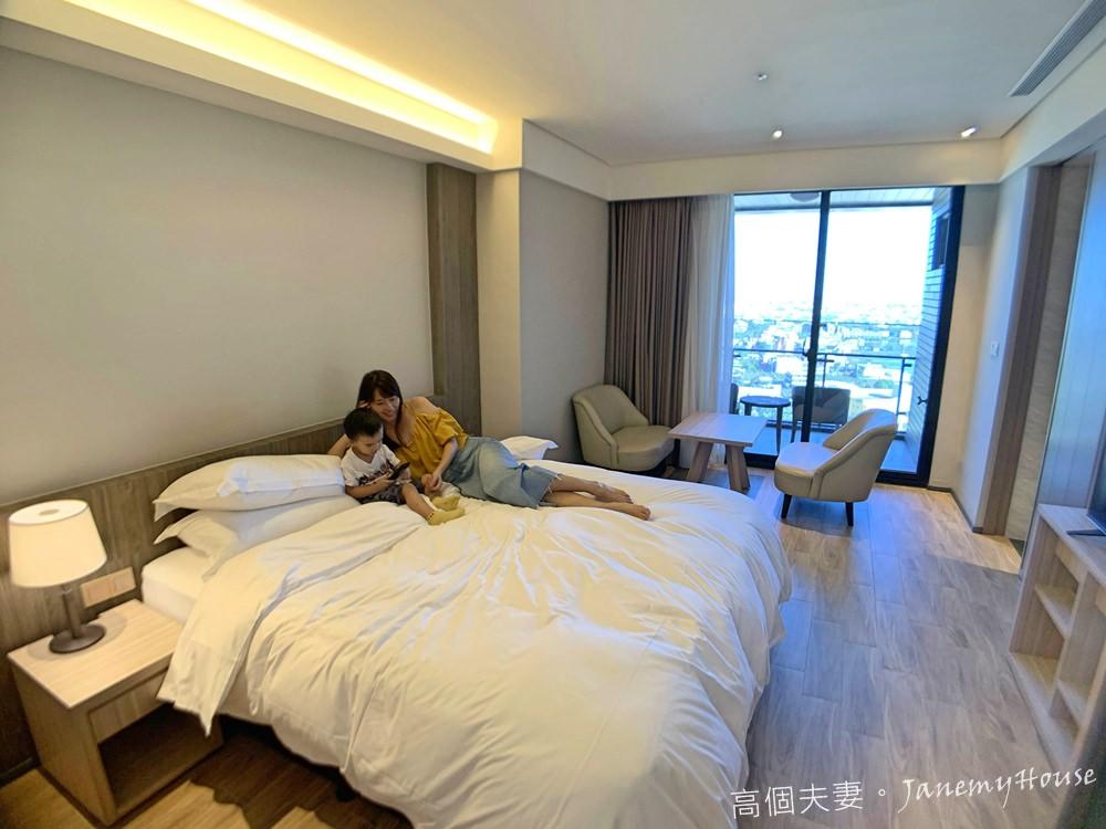 宜蘭羅東親子住宿推薦村却國際溫泉酒店客房內部床