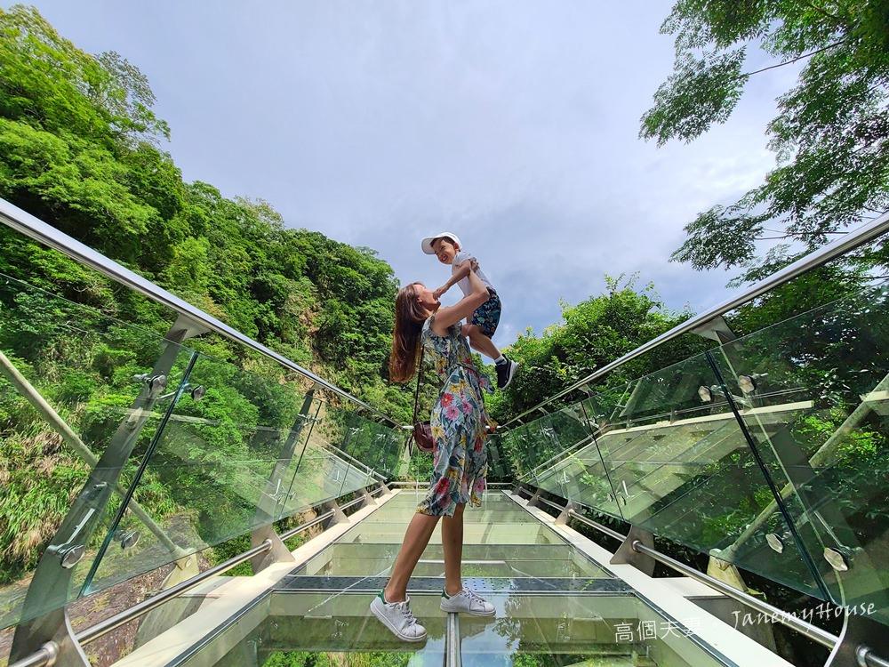 【桃園】小烏來風景區一日/半日遊 – 天空步道、吊橋、宇內溪戲水區,超夯親子景點加碼溪邊玩水秘境