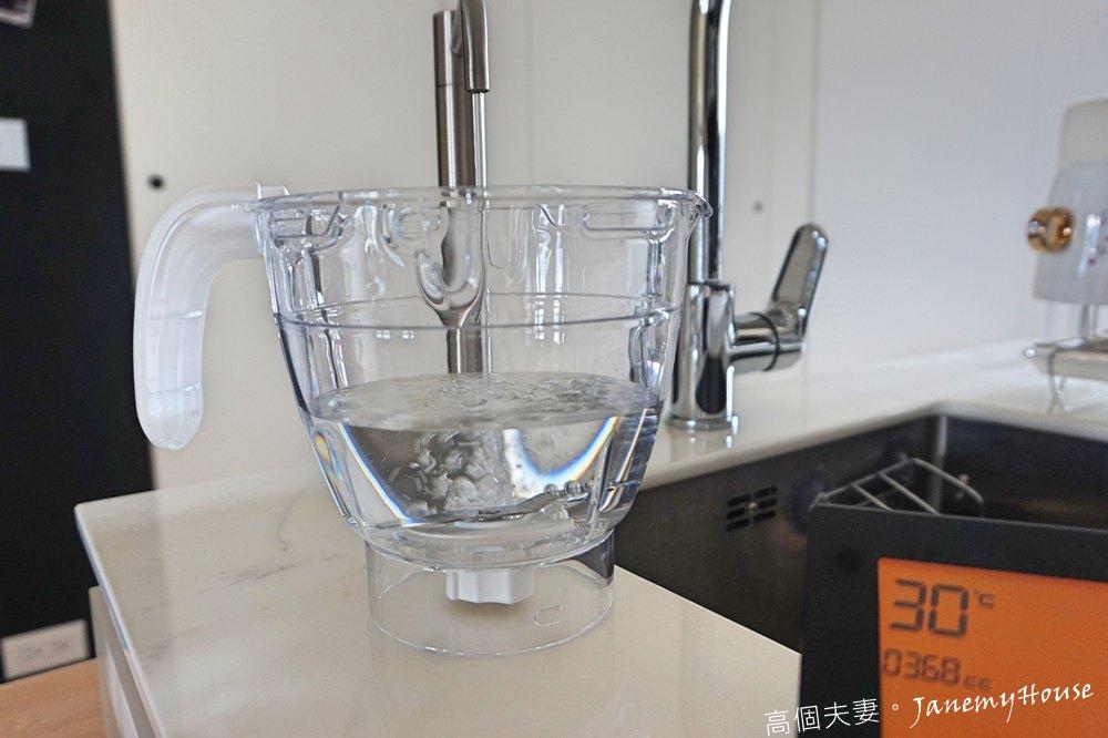 Chicco的多功能食物調理機加水